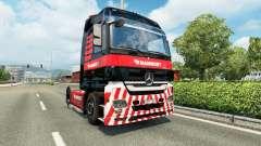 A Mammoet pele para o caminhão Mercedes-Benz