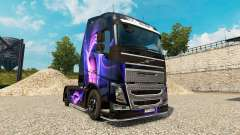 A pele de Preto E Roxo em um caminhão Volvo