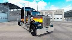 A pele do Sol no caminhão Kenworth W900