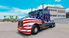 A pele da Bandeira dos EUA trator em um Kenworth