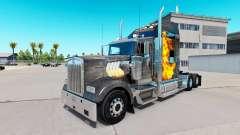 Pele Mad Max no caminhão Kenworth W900