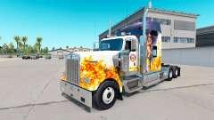 A pele do Bombeiro no caminhão Kenworth W900
