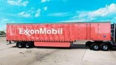 A pele da ExxonMobil em uma cortina semi-reboque